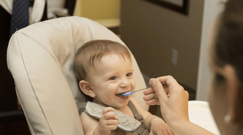 Dieta vegana figli: le scelte di maggior interesse per i figli devono essere prese di comune accordo dai genitori. Ma in caso di disaccordo chi decide? E deve essere preferita la dieta vegana o tradizionale?