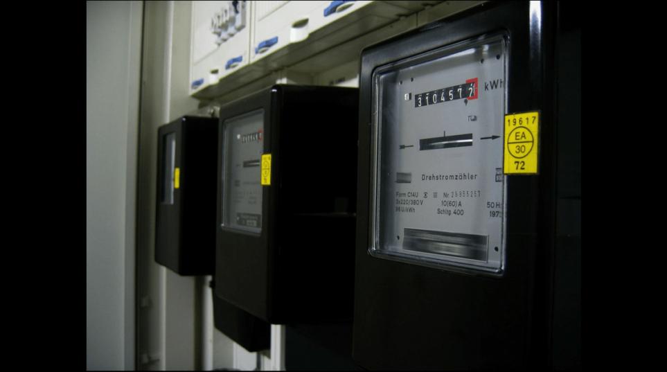 Nei contratti di somministrazione di utenze (energia elettrica, gas, ecc.), in caso di contestazione dei consumi rilevati mediante contatori, come viene ripartito l'onere della prova tra cliente e fornitore?