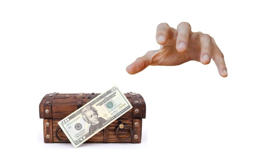 In tema di sequestro preventivo e di opponibilità della vendita del bene, rileva il trasferimento della disponibilità e non la trascrizione dell'atto