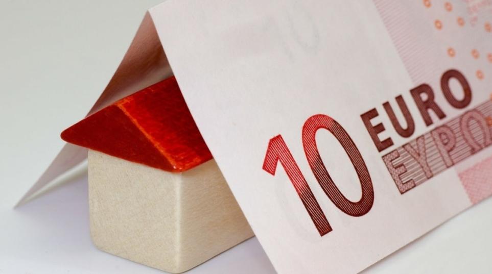 Clausola contratto di locazione legittima se attribuisca al conduttore l'obbligo di farsi carico di ogni tassa, imposta ed onere dei beni locati.