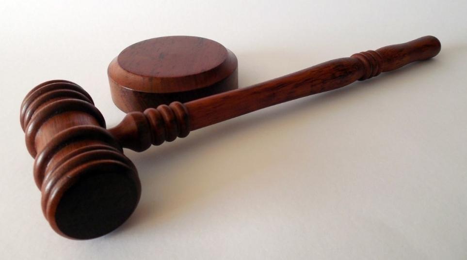 particolare tenuità del fatto rilevabile d'ufficio nel giudizio di merito e anche d'appello