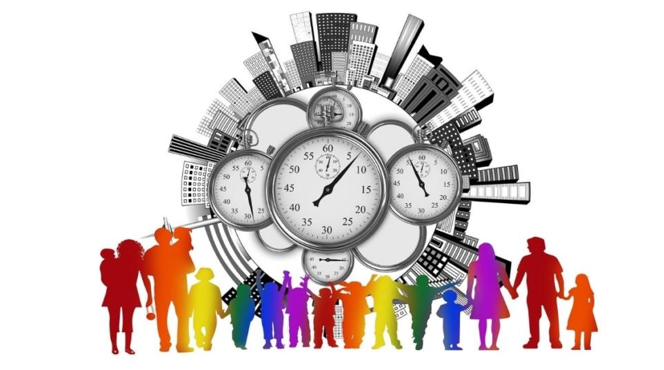 In materia di affidamento dei figli vanno assicurati tempi di frequentazione con i genitori idonei a garantire una salda relazione affettiva con entrambi